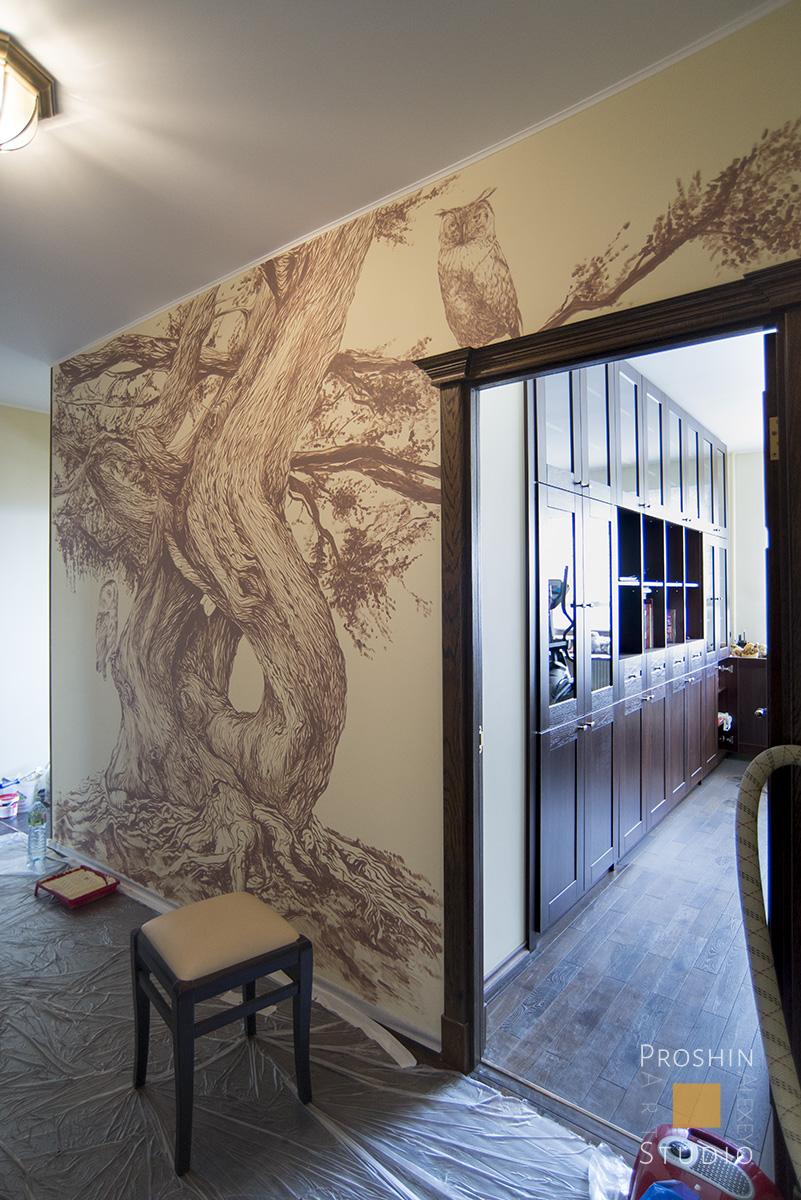 Рисунок дерева на стенах квартиры, монохромная графика в интерьере
