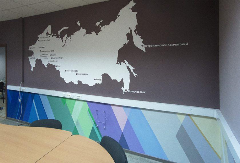 карта мира на стене в офисе