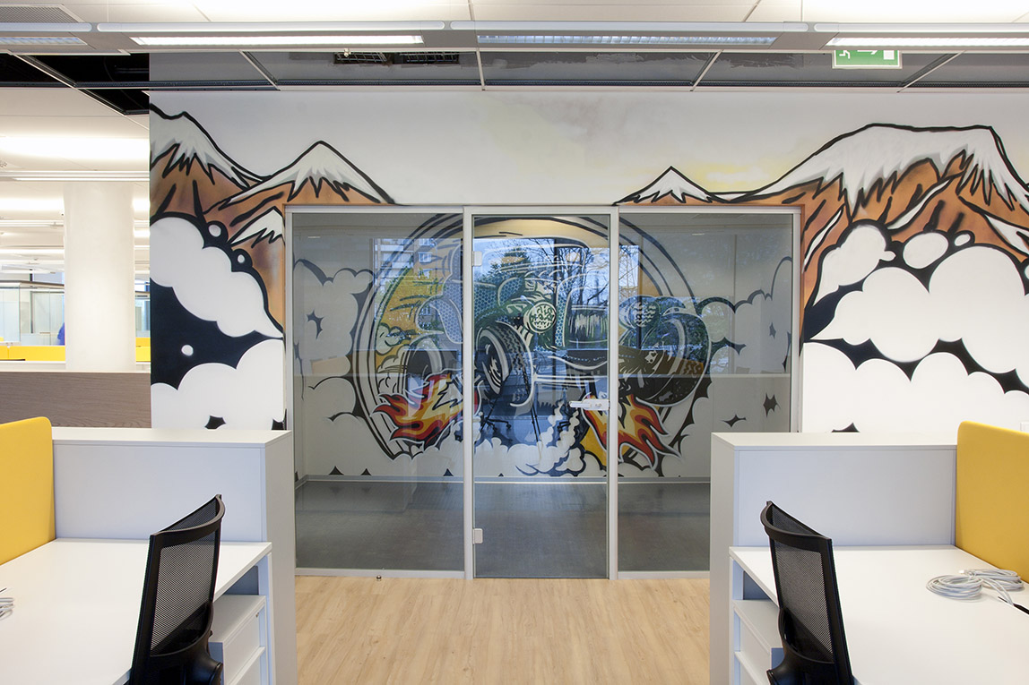 роспись стен офиса банка в стиле POPART