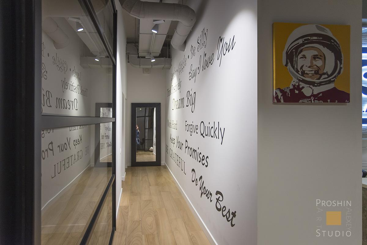 графика на стенах офиса, граффити в офиссе