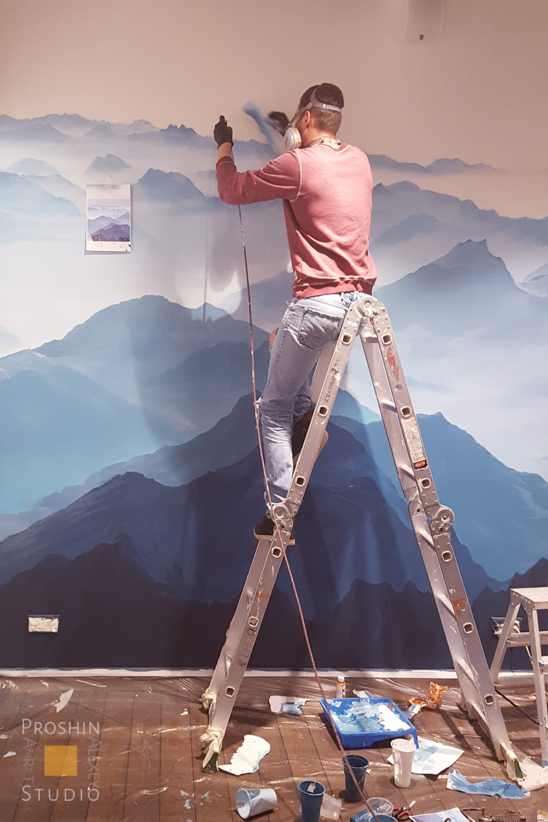 роспись стены горы в процессе